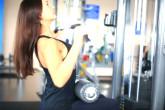 4 эффективных упражнения для спины в тренажерном зале для девушек и женщин