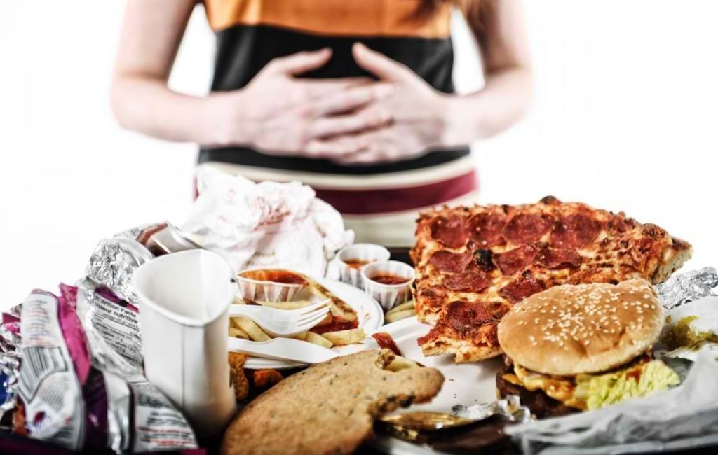 Как справиться с компульсивным перееданием и что это вообще такое?