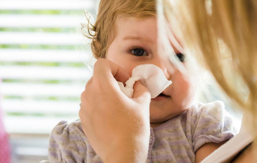 Что такое физиологический насморк у ребенка?