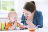 Маме на заметку: Как научить ребенка есть ложкой самостоятельно?