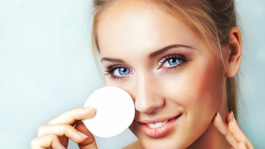 Как правильно снимать макияж с глаз: лучшие средства