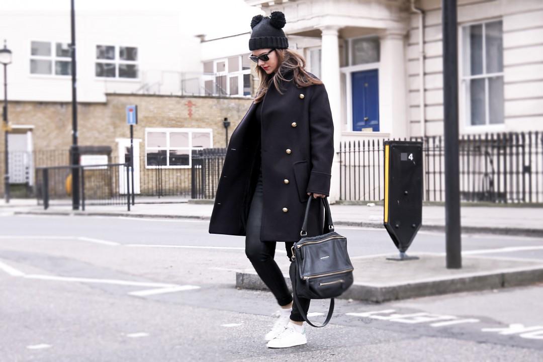 кроссовки и пальто как сочетать