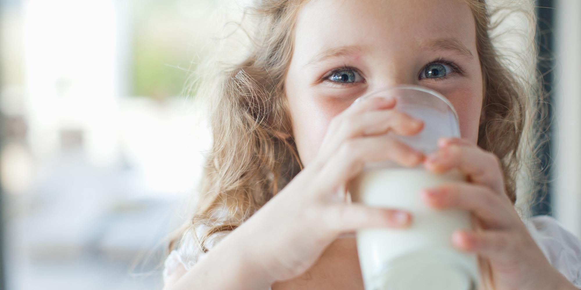 можно ли давать магазинное молоко